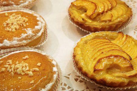 patisserie: Vetrata della pasticceria francese in una pasticceria