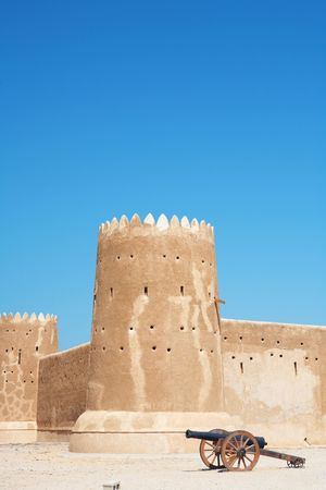 az: Rebuilt historic Fort Zubarah (Al Zubara) in North East of the deserts of Qatar on the edge of the Persian gulf on a sunny summer day
