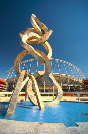 Außerhalb Khalifa Sport Stadion in Doha, Qatar, Mittlerer Osten, wo die 2006-Asien-Spiele waren Gastgeber und einen Speicherort für die vorgeschlagenen 2016 Olympischen Spiele-(Weitwinkel Linse Verzerrung auf Kanten)-HDR-Typ Image