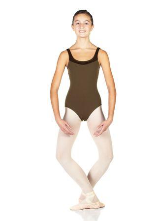 zapatillas ballet: J�venes bailar�n cl�sico que muestra diversas posiciones sobre un fondo blanco - Demi PLIE en 5 � posici�n. No aislado Foto de archivo