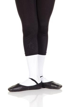 ballet hombres: Pareja de ballet ni�o sobre fondo blanco reflectante de color blanco y piso de ballet que muestran diversas medidas y posiciones. No aisladas