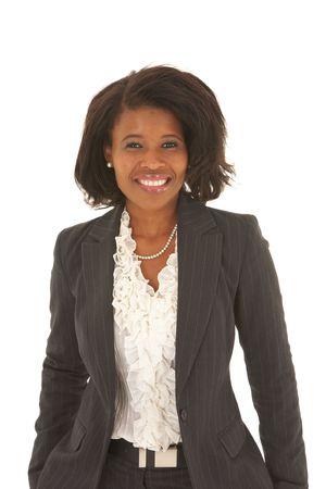 hair short: Beautiful businesswoman africani con i capelli corti in abito nero su sfondo bianco. Non isolato