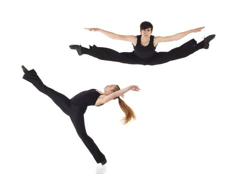 Jonge caucasian Modern Jazz dansers in een zwarte top en zwarte broek op een witte achtergrond weer geven van de verschillende stand punten. NIET GEÏSOLEERD  Stockfoto