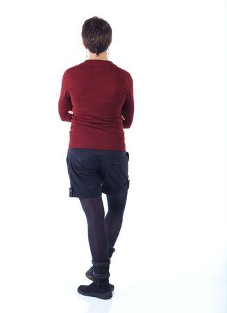 hair short: Carina giovane adulta indoeuropea donna con capelli corti in un top rosso, pantaloncini neri e calze su uno sfondo bianco in varie pose, con varie espressioni facciali. Non isolato