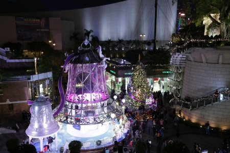 former years: HONG KONG - DECEMBER 25  Crowds gather at 1881 Heritage or former Marine Police Headquarters market square for Christmas Celebrations on December 25 n Hong Kong