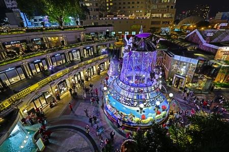 HONG KONG - DECEMBER 25  Crowds gather at 1881 Heritage or former Marine Police Headquarters market square for Christmas Celebrations on December 25 n Hong Kong Stock Photo - 24716325