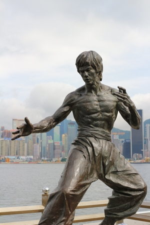 Bruce Lee statue at the Avenue of Stars Stock Photo - 29279671