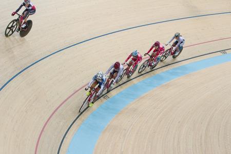 keirin: Pista indoor cycling