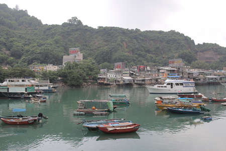 A picturesque little fishing village in the midst of a concrete jungle 新聞圖片