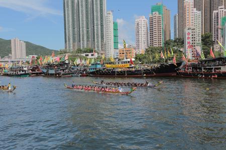 bateau de course: un Racing Aberdeen Dragon Boat