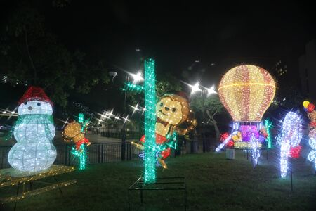 suspenso: la iluminación festiva en Sha Tin de Hong Kong