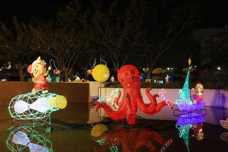 suspenso: la iluminaci�n festiva en Sha Tin de Hong Kong