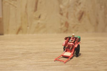 rikscha: die Miniatur-Statue und roten Vintage orientalischen Rikscha Taxi