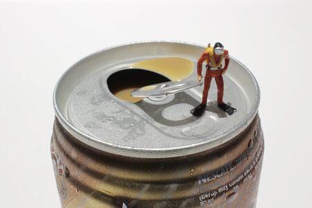 divers: the Divers explore soft drink cans
