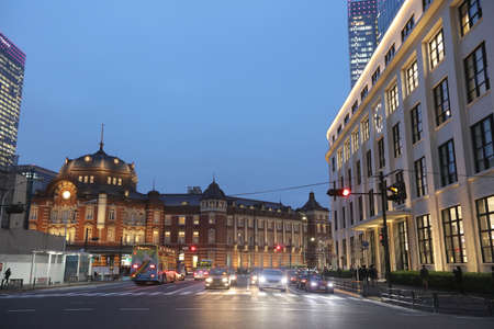 renewing: the Tokyo Station in the evening