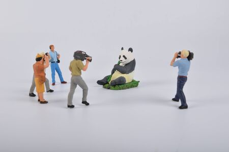 famosos: las figuritas de juguete de plástico. la cámara de televisión y del operador