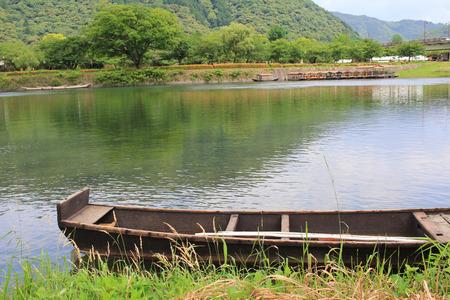 the Boat and Kintai Bridge over Nishiki river in Iwakuni, 免版税图像