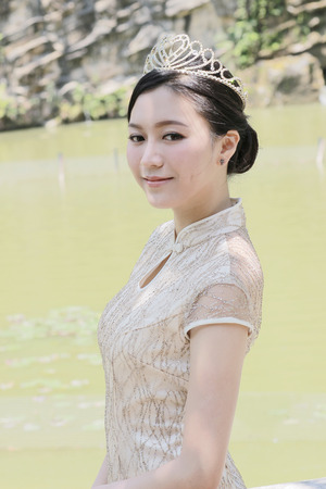 the Chinese girl dressed in traditional dress