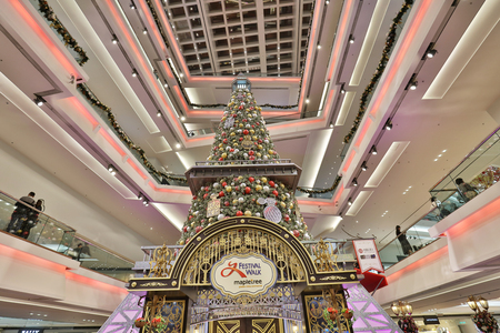 Christmas tree in Festival Walk mall in Kowloon Tong, Hong Kong. 新聞圖片
