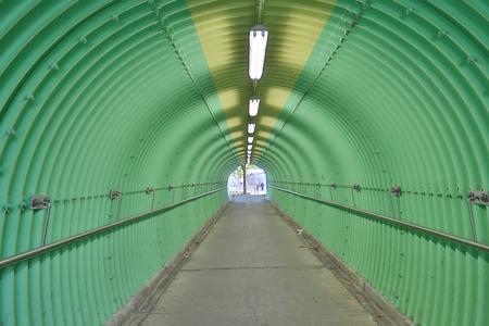 La profundidad de la sensación de terror del túnel de color verde Foto de archivo - 93526493