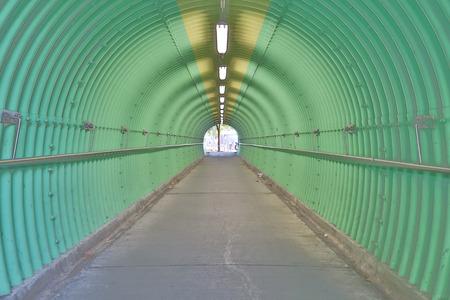 O fundo da sensação de horror túnel de cor verde Foto de archivo - 93707763