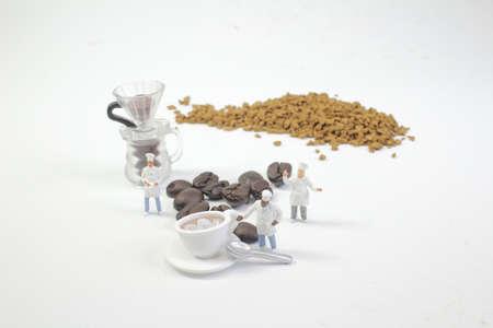 mini figures working on coffee at macro 版權商用圖片