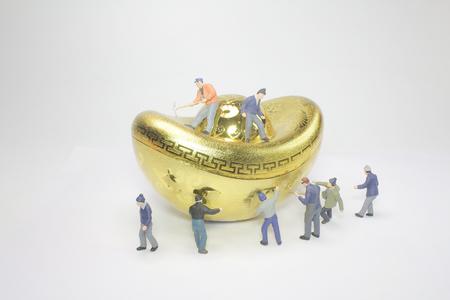 figure with the big gold Banco de Imagens - 116766346