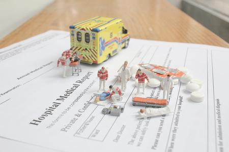 mini figure with hospital medical report Banco de Imagens - 122586700