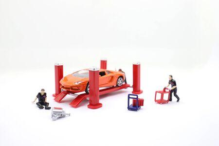 the mini figure of car auto service. 版權商用圖片
