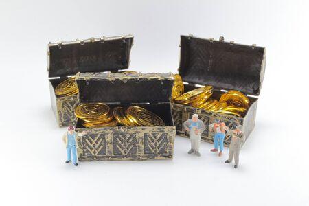 the worker of figure with money box. Фото со стока