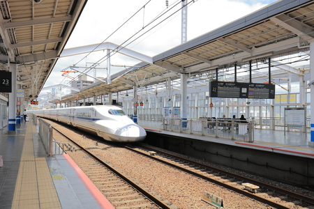 a Shinkansen train stopping at station Okayama Redactioneel
