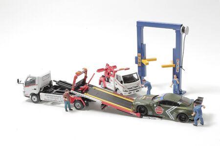 the mini Worker are working motor mechanic 版權商用圖片