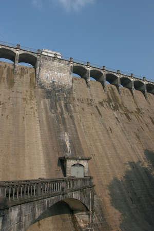 8 Oct 2005 the close up of The Dam wall , Aberdeen Reservoir