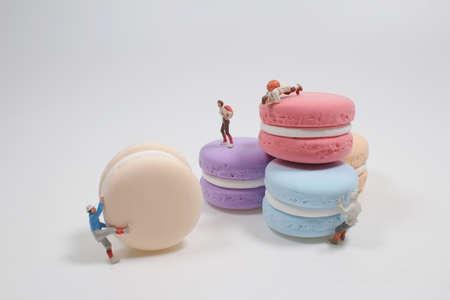 a mini and fun figure climb the macaron 版權商用圖片