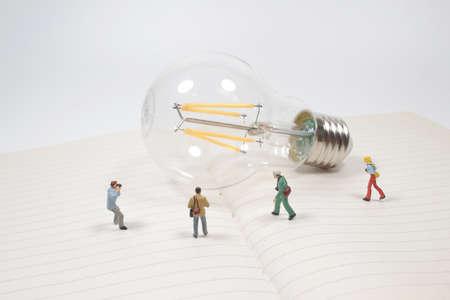 mini photographer take a picture of vintage light bulb 版權商用圖片