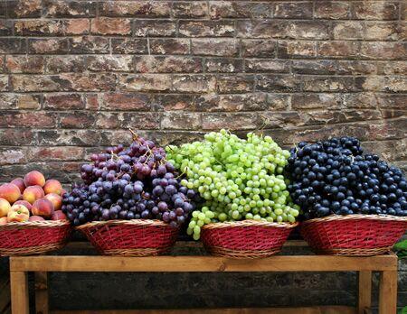 Grapes at market Imagens
