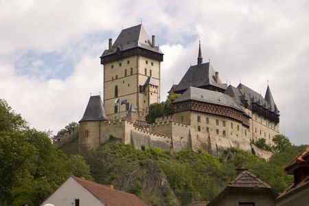 Karlstein Castle was the country seat for King Charles IV of Bohemia and the Holy Roman Empire. This medieval castle is located at the top of a hill. 版權商用圖片