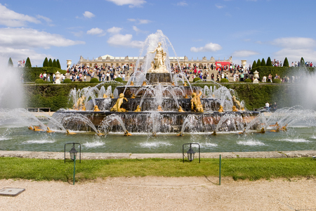 Fountain of Latona at Versailles is one of the main ornamental fountains in the gardens. Streams of water are spraying over the sculptures. Imagens - 1405494