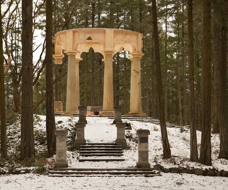 freemason: Afterglow Mausoleum, near Roche Harbor on San Juan Island, is a memorial constructed according to Freemason guidelines. Set in a clearing in a forest, the pink marble stands in sharp contrast to the trees. Stock Photo