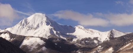 A winter landscape in the Elk Mountains of Colorado with a view of the snow-covered Mt  Daly, a mountain that is over 14,000 feet tall  Imagens