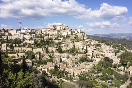 gordes: A viewpoint showing the small town of Gordes built on a hill in the Luberon area of Provence in Southern France. Stock Photo