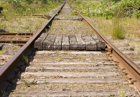 ferrocarril: Un par de vías de ferrocarril que se extiende fuera en una línea de dtraight o infinito. Este tipo de imagen es simbólica de muchas actividades vinculadas en Duch negocio como objetivos retroceso, etc.