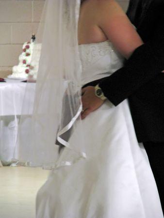 결혼 피로연에서 신부와 신랑 첫 댄스