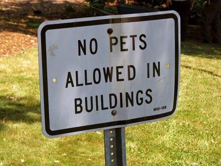 Un sans animaux admis en signe de bâtiments Banque d'images - 3259751