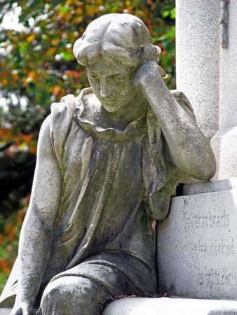 prachtig vormgegeven marker in oude historische begraafplaats