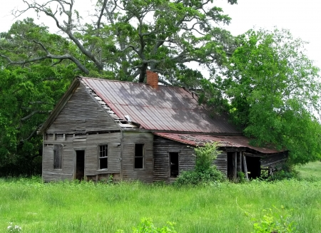 broken house: old run down deteriorated farm house shed Stock Photo