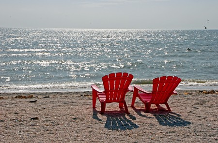 두 개의 빨간 해변 의자 Sanibel 섬 플로리다 스톡 콘텐츠
