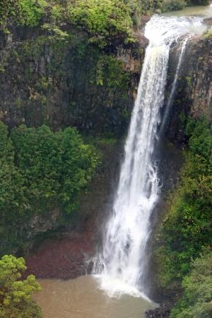공중보기 장엄한 폭포 하와이 카우아이 섬