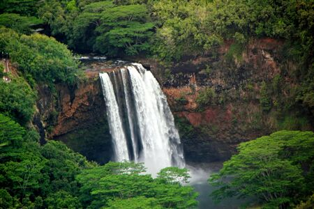 Vue a�rienne Majestic Waterfall Kauai Hawaii Island photo