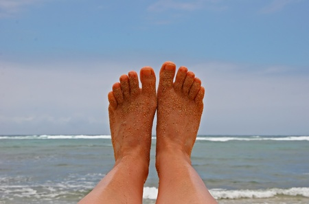 sandy feet: Sandy Bare Feet Against Hawaii Island Ocean